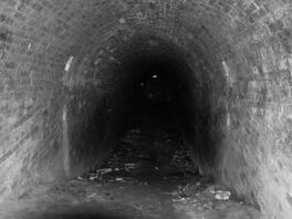725972 dark tunnel