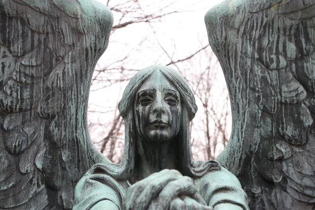 File:Grave stone angel by vampiko.jpg