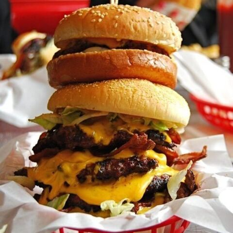File:Cheeseberger-doubledecker-cheese-bacon-lettuce-tomatoes-vegetables-beef-berger-delicious-tasty-food-.jpg