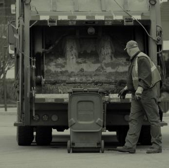 File:Trash Truck 10-28-2011 074357.jpg