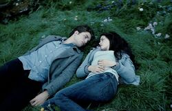 Edward-bella-staring-woods.jpg