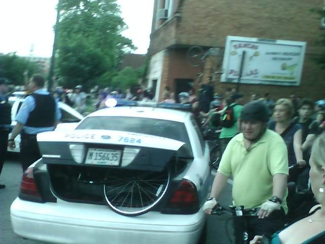 File:Chicago june 27 2008 critical mass arrest in Bridgeport.jpg