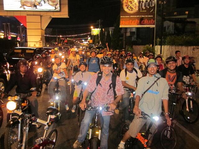 File:Semarang critical mass 1.jpg
