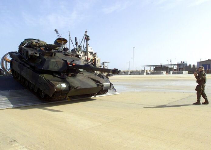 800px-Marine M1A1 coming off LCAC 2003 Kuwait