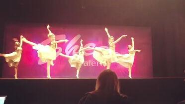 712 Group dance