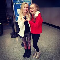 715 Maesi and Maddie at airport