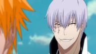 Gin appears behind Ichigo
