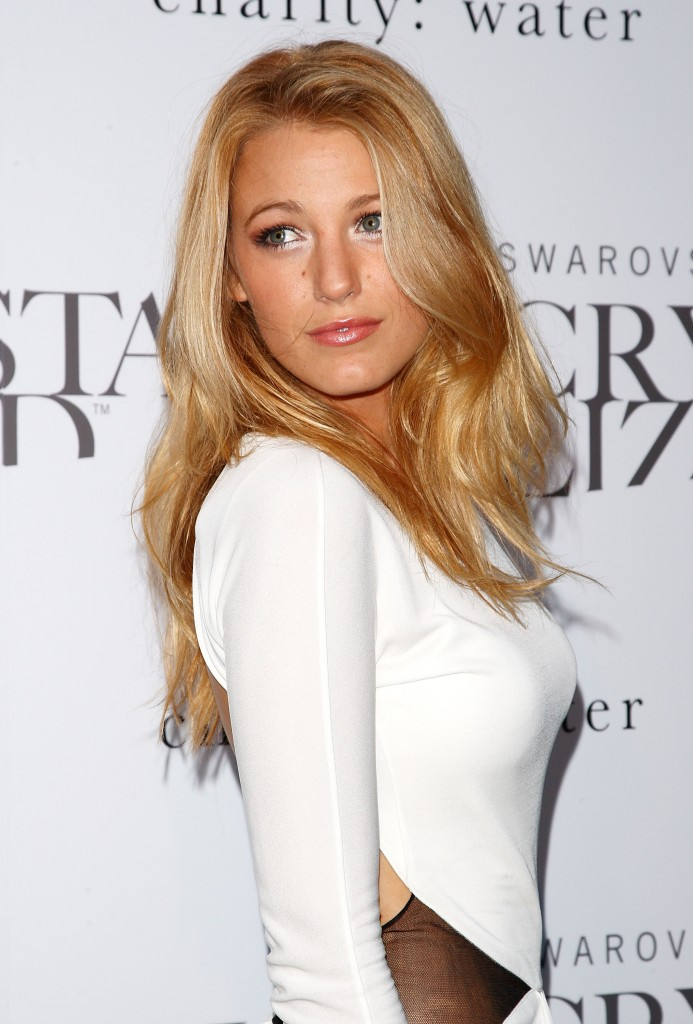 http://vignette1.wikia.nocookie.net/dcmovies/images/d/d8/Blake_Lively.jpg/revision/latest?cb=20100916160247