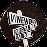 Vinewood-Boulevard-Radio-Ansteckplakette.png