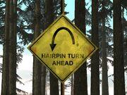 Verkehrsschild Hairpin Turn Ahead.jpg