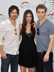 File:121684 paul-wesley-nina-dobrev-and-ian-somerhalder-pose-together-at-a-photocall-for-the-vampire-diaries-dur.jpg