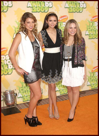 File:Kca 2009 lauren, nina and miriam.jpg