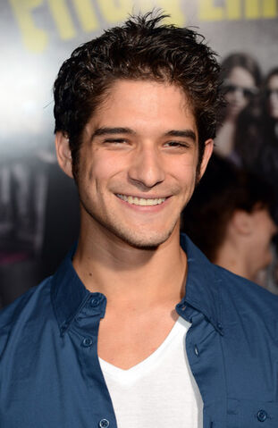 File:Tyler Posey Premiere Universal Pictures Gold 8ZiUOblofgll.jpg