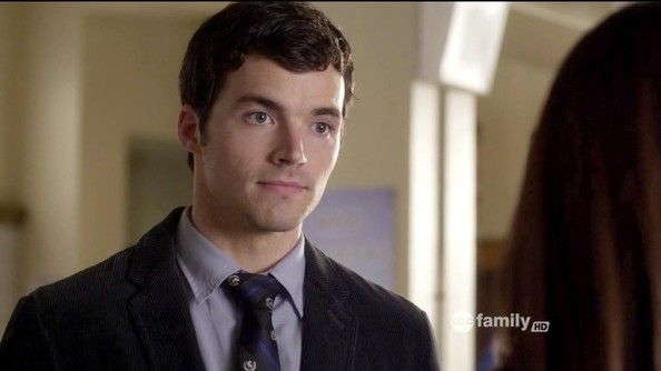 File:Ian Harding Pretty Little Liars Season 3 Episode kwYw2tvRo-dl.jpg