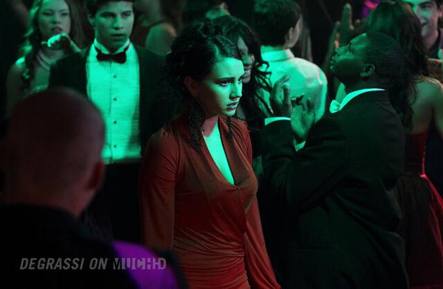 File:Bianca looking worried.jpg