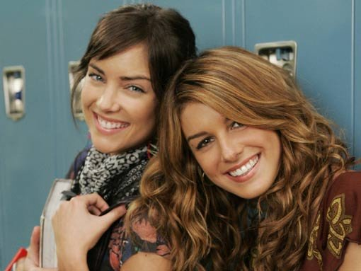 File:Annie-and-Silver-the-girls-of-90210-27084457-510-383.jpg