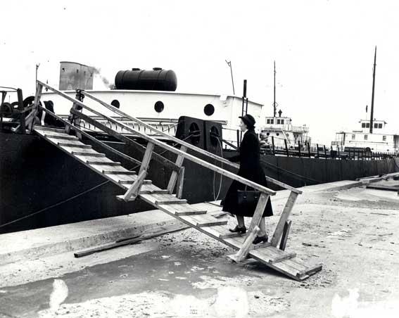 File:Boarding ship.jpg