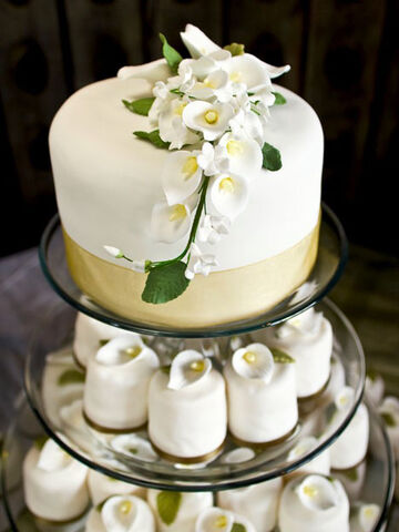 File:Wedding-cake.jpg