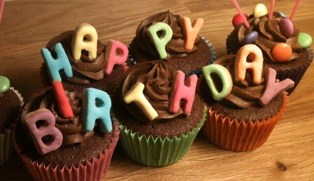 File:Happy b cupcakes.jpg