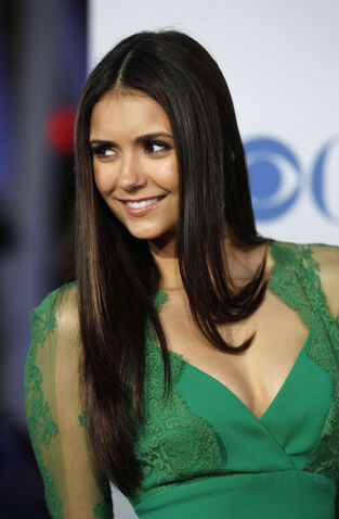 File:Nina-Dobrev-at-the-2012-Peoples-Choice-Awards-at-Nokia-Theatre-in-Los-Angeles-6.jpg