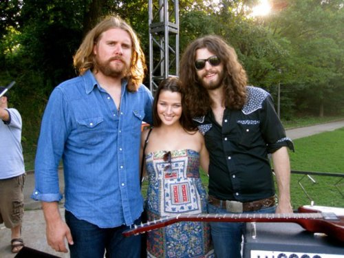File:Aniie and the sheepdogs.jpg