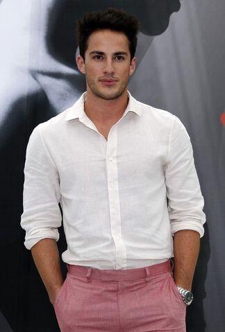 Datei:Michael pink jeans.jpg