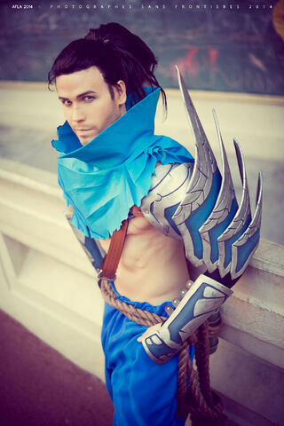 Datei:Yasuo - League of Legends. Photo by Fernando Brischett.jpg