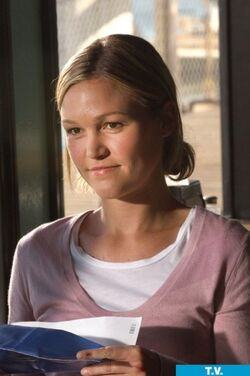 Julia-stiles-on-dexter-2-14-9-10-kc