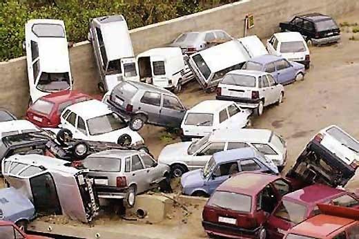 Women-drivers-car-pile-up