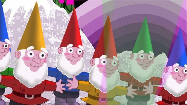 File:Lawn Gnomes.JPG