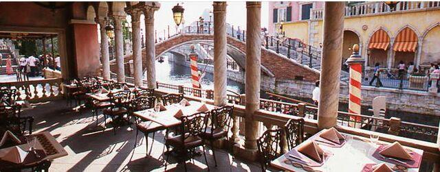 File:Risorante di Canaletto seating.jpg