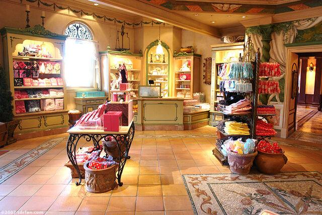 File:Juliet's Collections & Treasures Inside.jpg