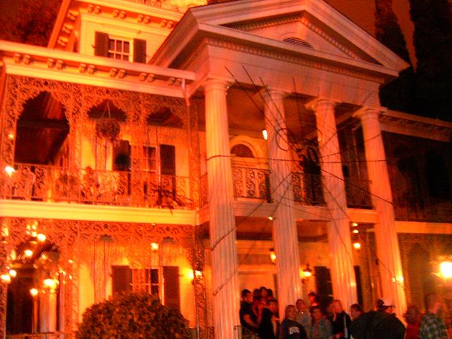 File:Disneyland May27 018.jpg