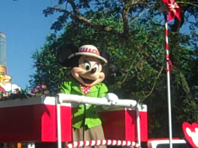 File:MinnieMouseinAnimalKingdomParade.jpg