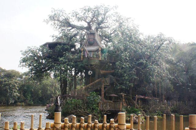 File:Tarzan's Treehouse at Hong Kong Disneyland.jpg