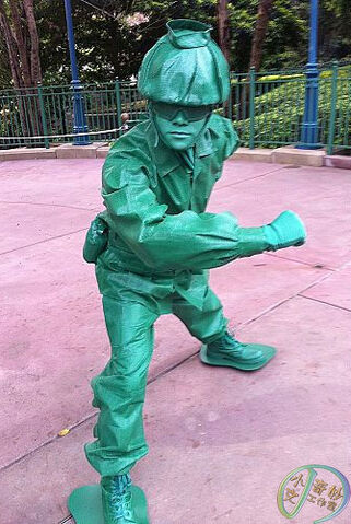 File:Green Army Men HKDL.jpg