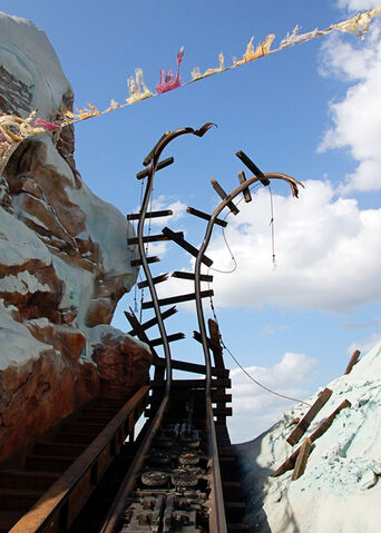 File:Expedition Everest cracked railways.jpg