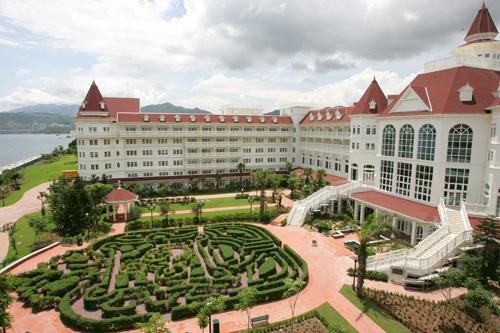 File:Hong Kong Disneyland Hotel.jpg