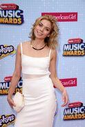Grace-Phipps--2015-Radio-Disney-Music-Awards--04-662x993