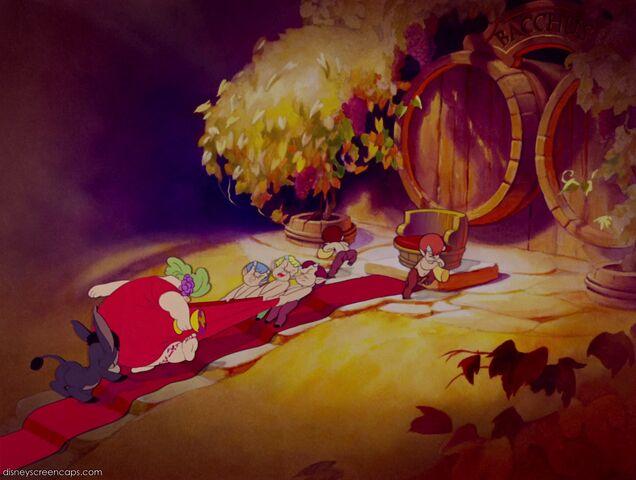 File:Fantasia-disneyscreencaps com-6700.jpg