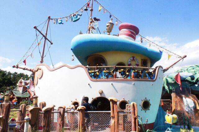 File:Donald's Boat at Tokyo Disneyland.jpg