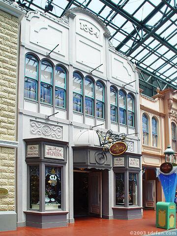File:The Disney Gallery Tokyo Disneyland.jpg