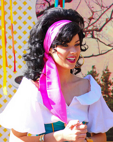 File:Esmeralda Disneyland Cloe Up.jpg