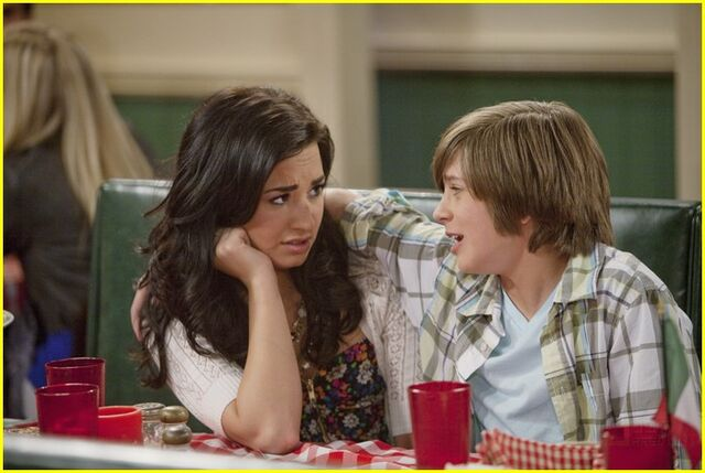 File:Demi-lovato-allisyn-arm-love-life-meddle-06.jpg