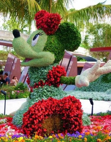 File:Disney characters made of flowers14.jpg