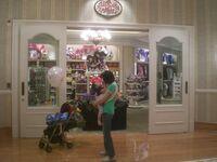 HK Disneyland Hotel 3rd floor 皇庭禮品店 Kingdom Gifts 2