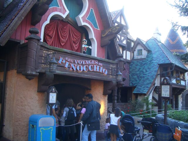File:Pinocchio Paris.jpg