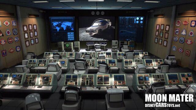 File:1000px-WM Cars Toon Moon Mater Screen Grab 07.jpg