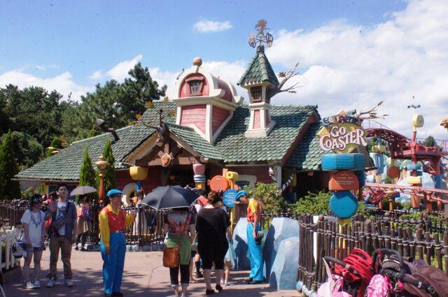 File:Gadget's Go Coaster at Tokyo Disneyland.jpg