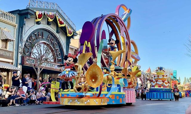 File:Soundsational Parade.jpg
